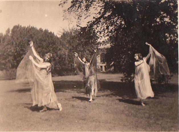 vintage women dancing